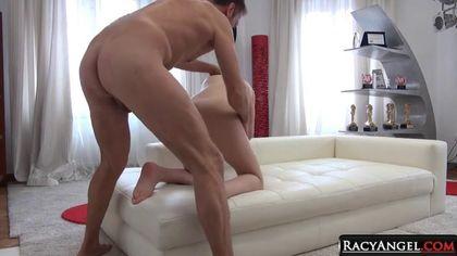 Мужик помогает брату грубо ебать его жену в заднее отверстие