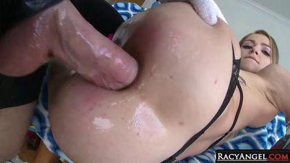 Красотки растянули свои анусы, чтобы насладиться анальным сексом